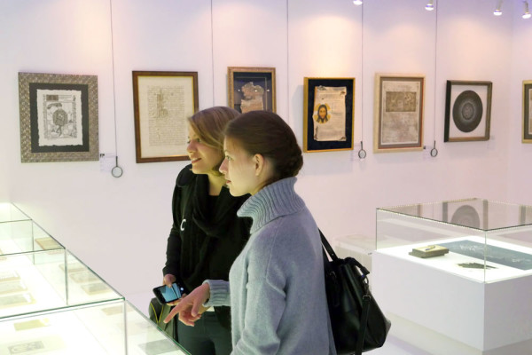 The Contemporary Museum of Calligraphy Receives Visitor from Iran