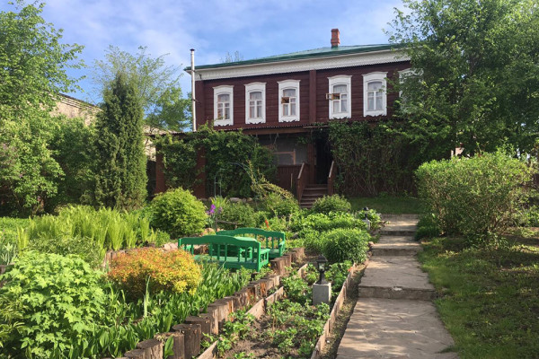 Expedition visits Manufacturer Dumnov's Museum Estate