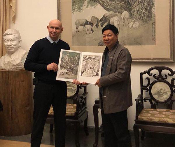 Директор Современного музея каллиграфии встретился с китайским художником Фан Чусюном
