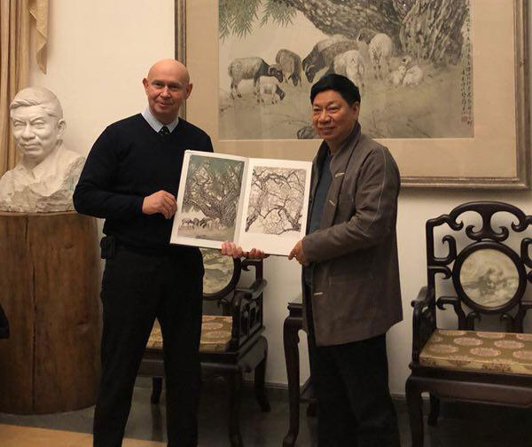 莫斯科现代书法馆馆长与中国著名艺术家方楚雄会晤