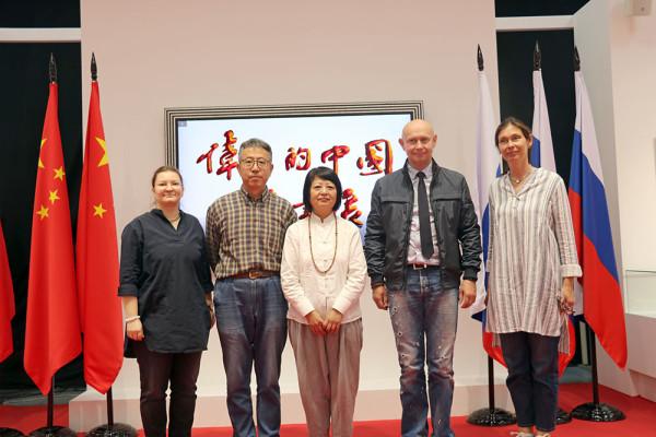 中国杰出音乐人参观现代书法博物馆