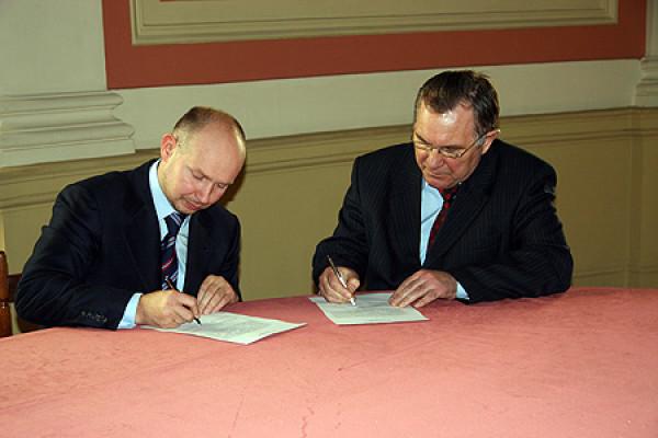 Команда Международной выставки каллиграфии нашла поддержку в Санкт-Петербурге