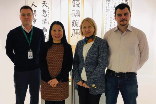中国客人对当代书法博物馆进行友好访问