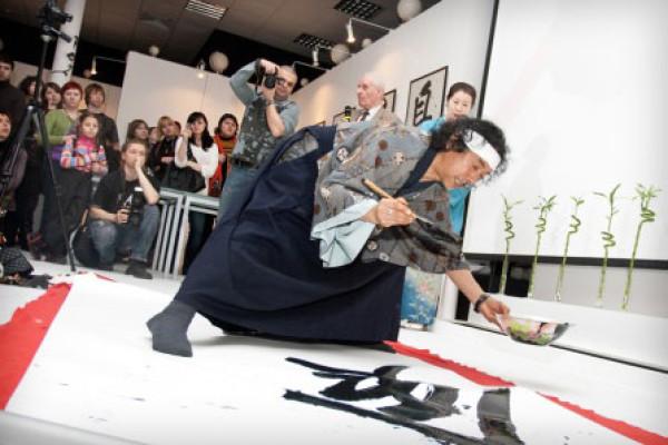 Каллиграфия поможет жителям Токио