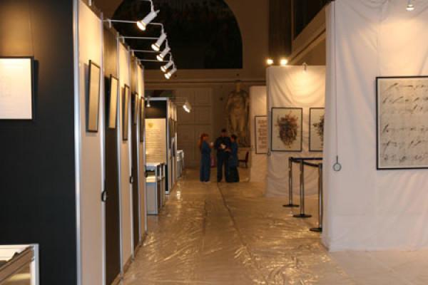 Последние штрихи в работе над Международной выставкой каллиграфии