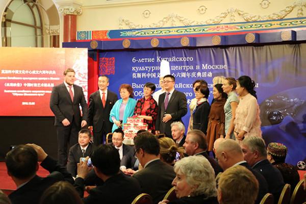 Директор Современного музея каллиграфии поздравил Китайский культурный центр с 6-летием
