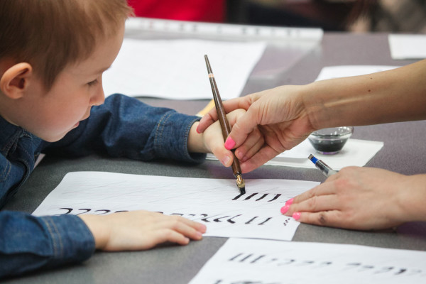 "Last Sunday, April 2, the Contemporary Museum of Calligraphy held an intensive workshop dubbed ""Calligraphy for Children. Broad Pen"""