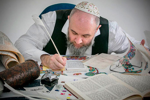 A well-known Israeli master of sacred and creative calligraphy Avraham Borshevsky to give an online course on Jewish calligraphy