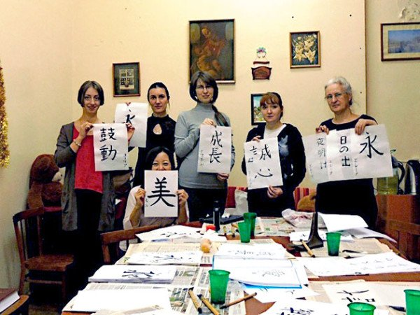 Japanese calligraphy taught in Murmansk