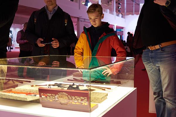 """王一品斋笔庄为""""伟大的中国书法与国画""""展览赠送书法毛笔"""