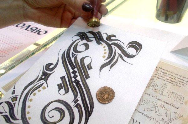Каллиграфия и кадель на интенсиве «Плоское перо»