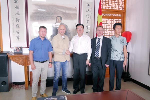 现代书法馆代表团与中国硬笔书法家协会代表举行会晤