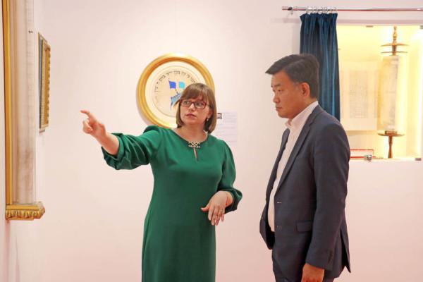 海南航空公司莫斯科办事处张铁总经理访问现代书法馆