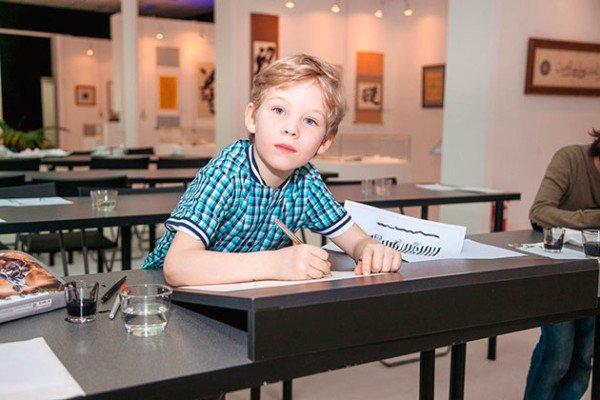 索科利尼基书法学校欢迎参加儿童课程