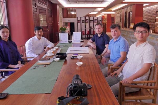 现代书法博物馆代表参观郑州乐器厂