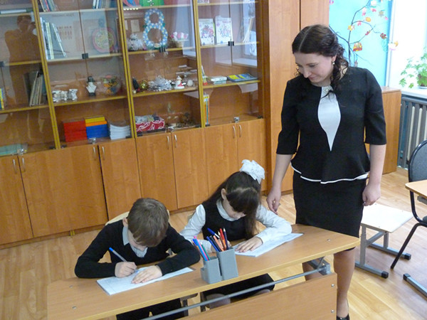 Multiple schools in Tver region teach calligraphy to 1st grade students through Presidential grant