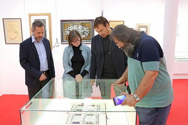 伊斯兰文化研究基金会代表伊朗书法家纳赛尔•塔武西和伊本•希纳访问俄罗斯现代书法博物馆