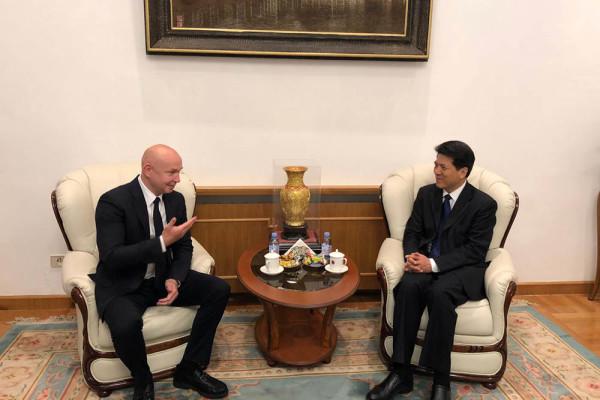 现代书法馆馆长阿列克谢•萨布罗夫和中华人民共和国驻俄罗斯联邦大使李辉进行会晤
