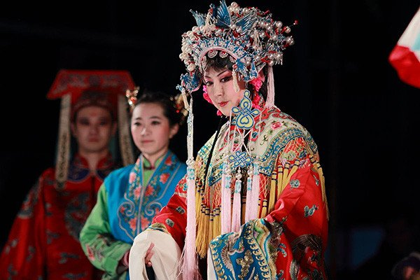 """Performance of Chinese """"Shandong ensemble of Liu theater"""" at the Contemporary Museum of Calligraphy"""