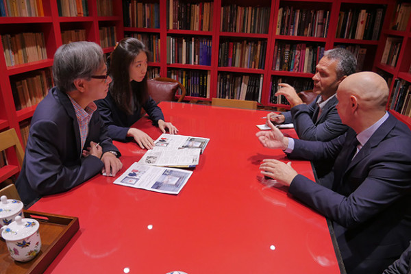 香港著名美术馆接待莫斯科代表团