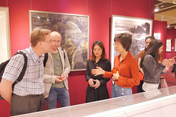 Museum Team Attends Art Gallery and Art Auction in Beijing