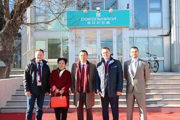 中国德和衡律师事务所集团合伙人会议主席栾少湖参观索科利尼基会展中心