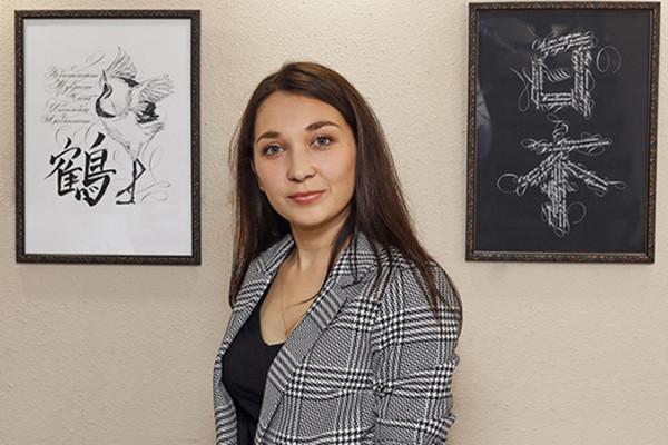 Выставка каллиграфии на стихи Рождественского продлится в Барнауле два дня