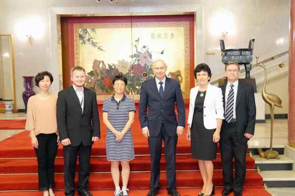 8月28日,与中国驻俄罗斯大使馆文化参赞兼中国文化中心主任龚佳佳女士的会谈