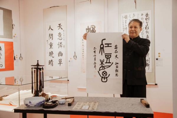Знаменитый каллиграф китайской провинции Шаньдун Кун Линминь провел мастер-класс в Музее мировой каллиграфии