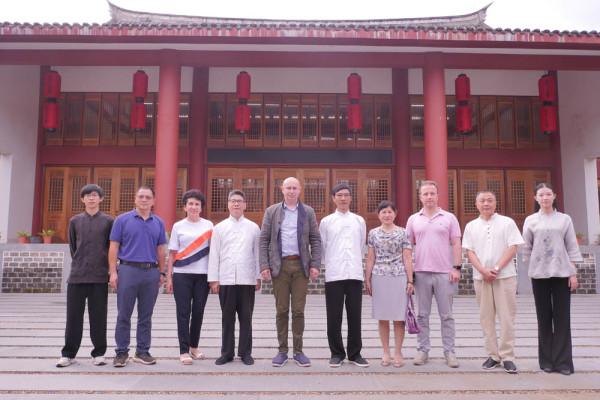 10 июля 2019 года команда Современного музея каллиграфии побывала в уникальном месте – на фабрике по производству китайского народного инструмента гуцинь