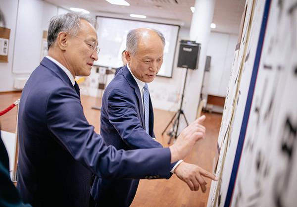 阿列克谢•萨布罗夫与韩国驻俄罗斯大使馆大使李石培会见。