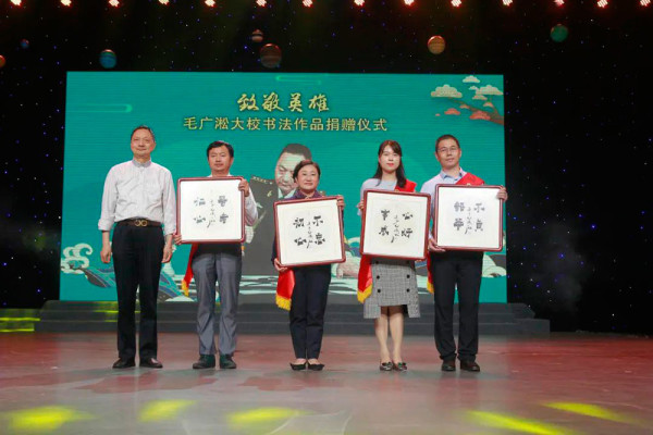 The Great Chinese Calligraphy and Painting exhibition participant  Mr. Mao Guangsong donated his works to the heroes who helped in the fight against coronavirus