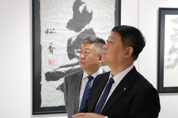 中国黑龙江省政府代表团对索科利尼基会展中心进行正式访问