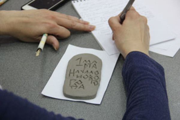 March 1, 2015. A master class on ceramic calligraphy by Sergey Shikhachevsky