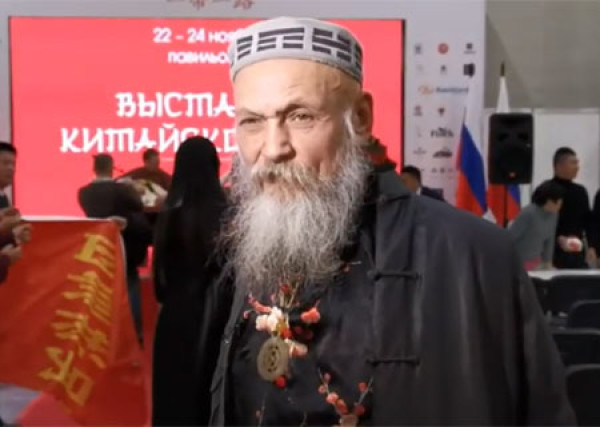 "Bronislav Vinogrodsky at the exhibition of Chinese tea ""One belt - one way"" in Moscow"