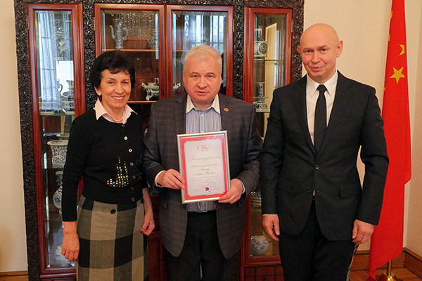 Директор Современного музея каллиграфии провел встречу с послом РФ в КНР