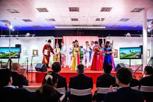 """中国""""吕剧团""""在现代书法博物馆演出"""