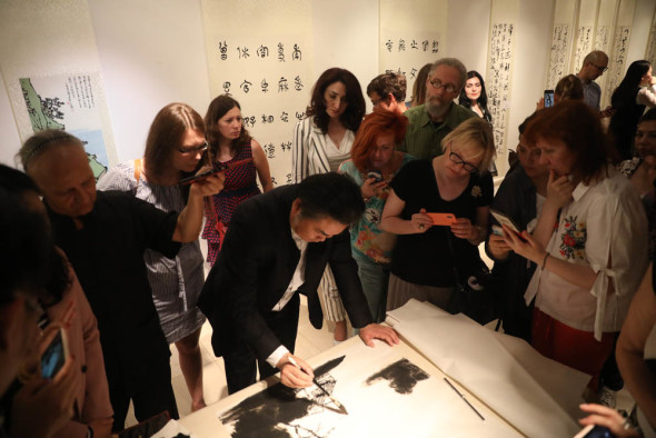 Выставка каллиграфии и живописи «Сверкание гор и рек, сохранение дружбы на века»