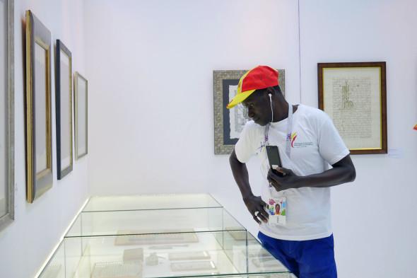 Иностранные болельщики Чемпионата мира по футболу в Современном музее каллиграфии