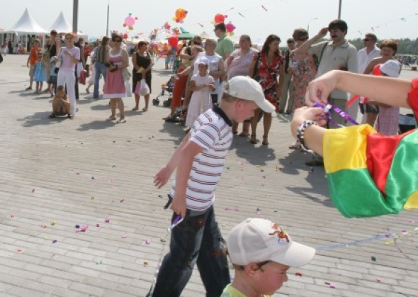 科洛缅斯基公园神秘花园儿童联欢节项下的国际书法展推介会