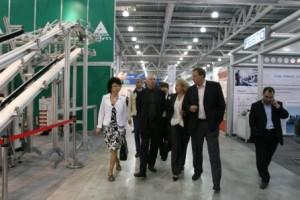 Легендарный режиссёр Питер Гринуэй посетил выставку «Росупак», в рамках которой проходит презентация проекта «Международная выставка каллиграфии»