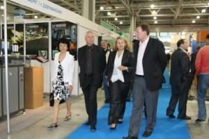 传奇导演彼得·格林纳威来参加国际包装工业博览会,展会期间推介了国际书法展项目