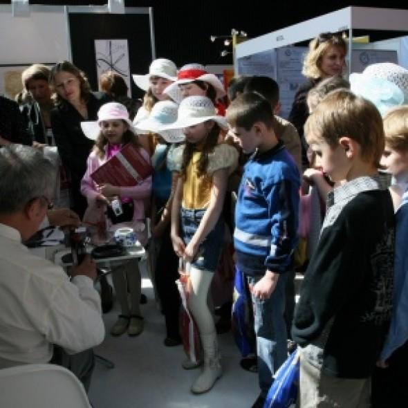 俄罗斯教育论坛上书法艺术国际展览的展示会