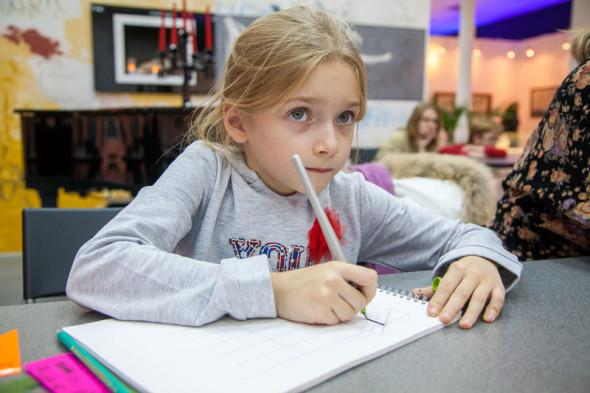 Занятия детской группы Национальной школы искусства красивого письма