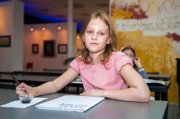 Занятия детской группы в Национальной школе искусства красивого письма