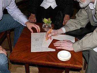 Работа над рукописной Конституцией Российской Федерации.
