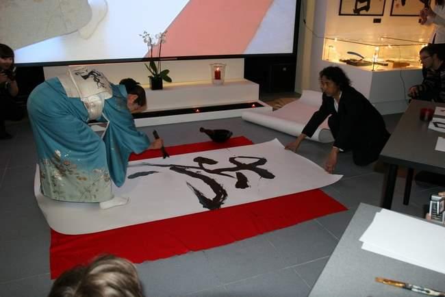 26 марта 2009 г. «12 столетий японской каллиграфии: из VIII века в век XXI». Мастер-класс японских каллиграфов Хиросэ Сёко и Такефусы Сасиды