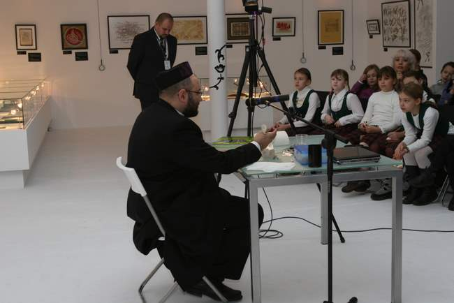 "December, 10, 12, 14, 2008. ""Kosher calligraphy"". ""Truisms"". Master classes by Avraham-Hersh Borshevsky, a Hebrew scribe and an expert on Judaic sacred texts."