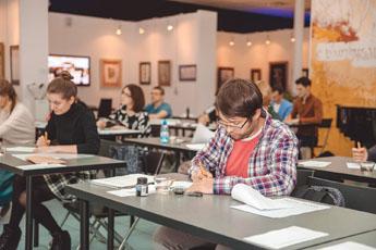 Занятия в Национальной школе искусства красивого письма