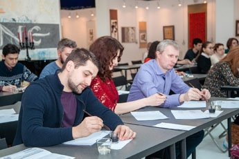 On the eve of the museum passed a master class for fans of calligraphy